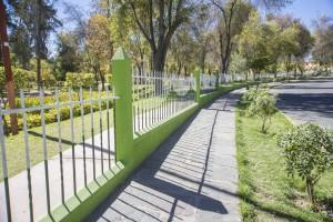El principal parque de la ciudad está contaminado por el agua y las heces de los perros.