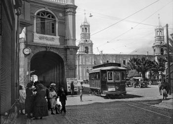 Los tranvías de Arequipa fueron los últimos en prestar servicio en todo el Perú. El de Lima fue cerrado en septiembre de 1965.
