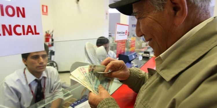 Muchos jubilados cambiaron la  pensión por dinero en el bolsillo.