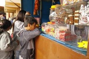 Pese a la presión del sector industrial se publicó el reglamento de la norma que promueve una alimentación saludable en niños y adolescentes.