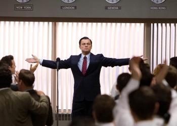 Leonardo DiCaprio aprovecha la riqueza del personaje que encarna y logra que este evolucione con éxito a lo largo del filme.