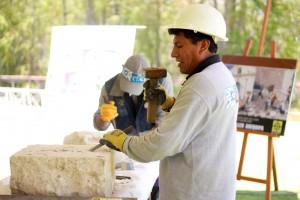 El taller de labrado en sillar se desarrolló en los jardines de la UCSP y posteriormente se realizó la exposición de las obras.