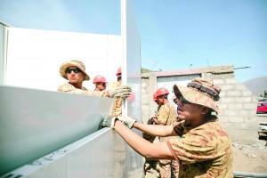 Personal del Ejército se encarga de la instalación de módulos provisionales.