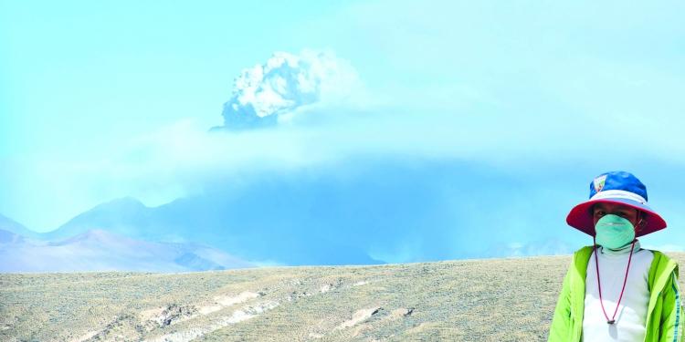 La naturaleza golpea una vez más a los pobladores del valle del Colca. La emisión de cenizas es producto
