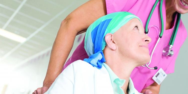 Recibir visitas, estar acompañados y encontrar a amigos forma parte de lo que decenas de pacientes oncológicos esperan en estas navidades.