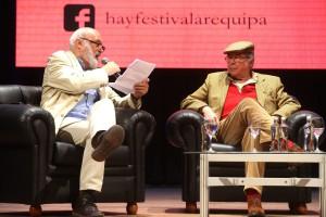 En el teatro Municipal, junto con el escritor y periodista Fernando Ampuero realizaron un diálogo entretenido y salpicado de humor.