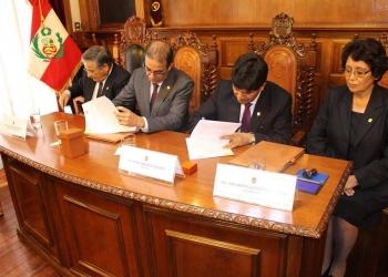 Convenio permitirá a ambas universidades el intercambio educa- tivo, científico y tecnológico.