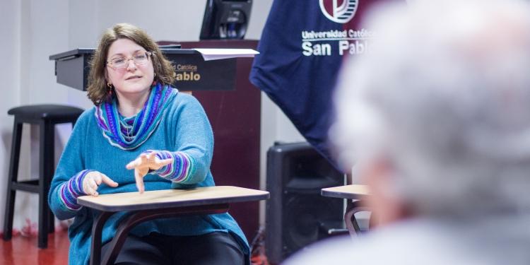 Susan Simone, directora de Graduados y Relaciones Internacio- nales del Boston College.
