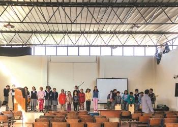 Orquestina reúne a 30 niños que tocan diversos instrumentos y a 11 niñas que conforman el coro