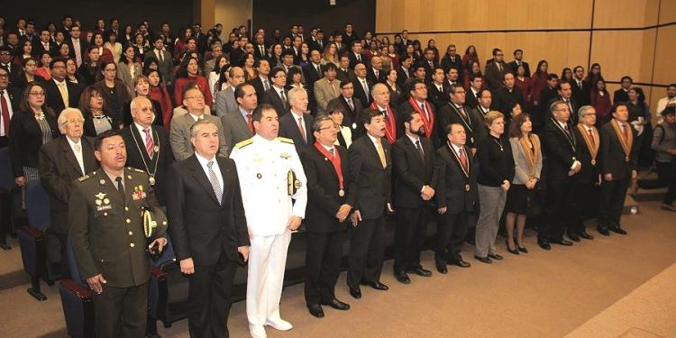 Autoridades de la UCSP en la sesión solemne por los 20 años de fundación.