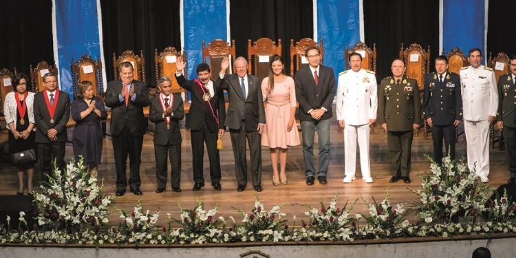Al igual que en el 2016, una comitiva del Ejecutivo participó en la sesión solemne por el aniversario de Arequipa.