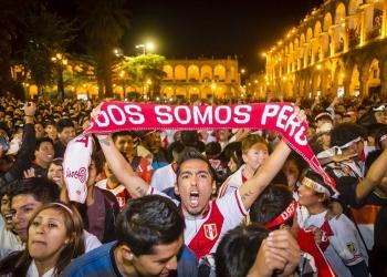Miles alentaron desde la plaza de Armas de Arequipa.