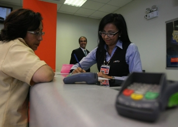 El crecimiento económico y la oferta bancaria propician que cada vez más peruanos opten por la bancarización.
