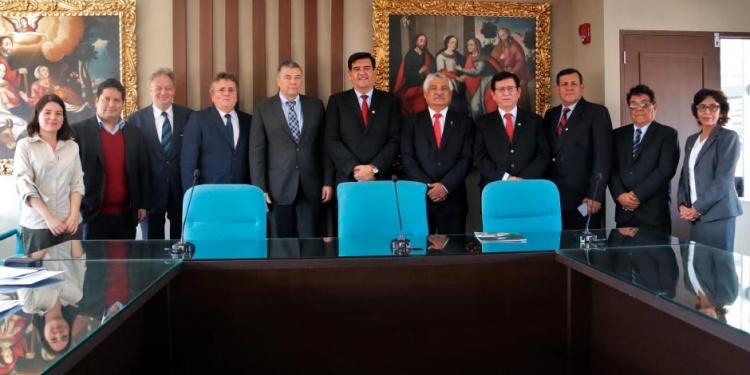Autoridades universitarias, luego de la firma del acuerdo.