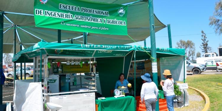 Estand de la UCSM en Expo Majes.
