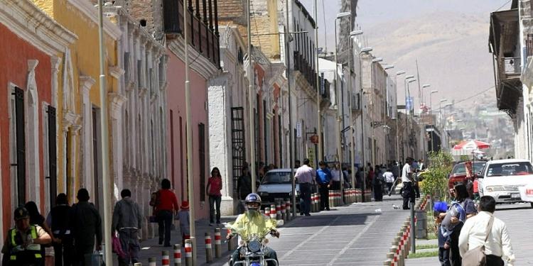 El tranvía o tren ligero tendría que ingresar al centro histórico por el corredor Sucre-Bolívar.