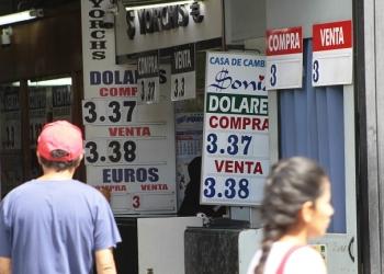 ¡Cuidado! El precio del dólar seguirá al alza en los siguientes meses.