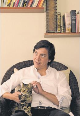 Carlos Llaza. Naturaleza muerta con langosta. Buenos Aires: Buenos Aires Poetry. 2018.