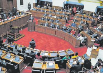 Para Luis Castillo, más allá del cambio de normas, lo que urge en el país es mejorar la selección de los operadores políticos.