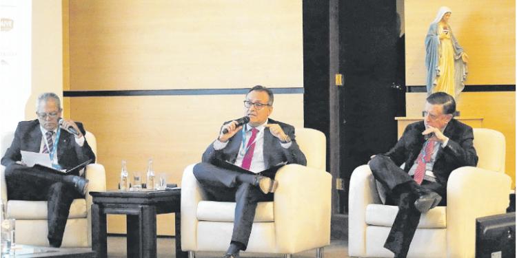 Julio Cáceres pidió que se tomen en cuenta las recomendaciones del estudio hecho por Michael Porter.