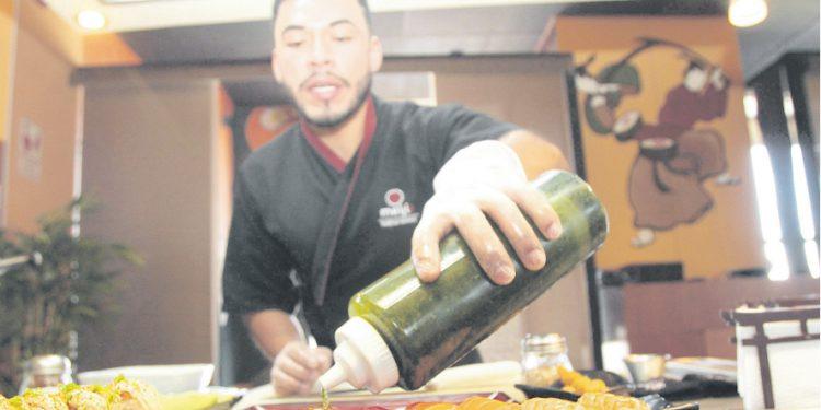 Uno de los platos favoritos de comida japonesa de los arequipeños es el Maki Acevichado Clásico porque tiene un sabor parecido al del ceviche.