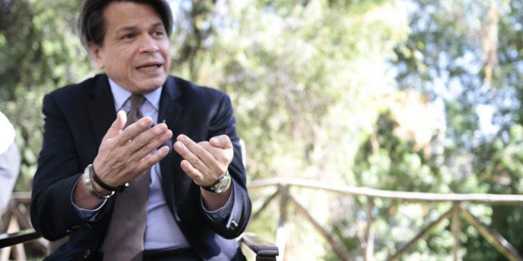 José Gonzales es arequipeño y radica en Estados Unidos desde hace 39 años. Es socio y director de GCG Advisors, una firma de banca de inversión especializada en finanzas corporativas, con presencia en Nueva York, Caracas y Panamá.