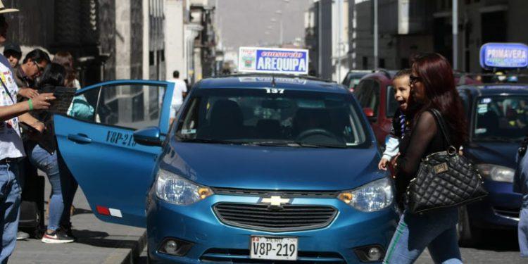 De cada diez vehículos que ingresan en el centro histórico, ocho son taxis.