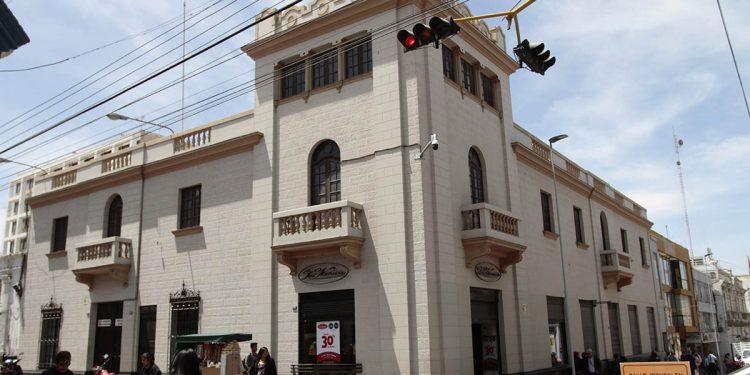 En Arequipa hay muchas empresas familiares que no claudicaron a pesar de los años, entre ellas destacan La Ibérica, Bodega Najar, Gloria, entre otros.