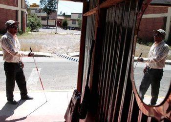 En la ciudadela Luz y Alegría, del sector de Ciudad Blanca en Paucarpata, viven casi 70 familias con discapacidad visual y otras 10 con otras discapacidades (retardo mental, físico, etc.).