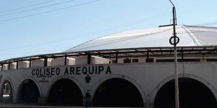 La comuna provincial con apoyo del Instituto de Defensa Civil y otras instituciones, habilitó albergue en coliseo Arequipa.