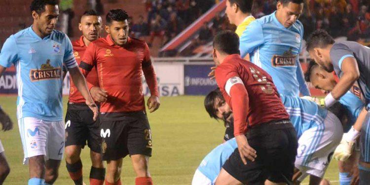 Rebaja de sueldos no llegará al futbol peruano. Al menos no por el momento.