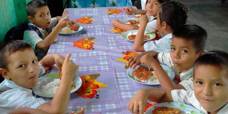 Ahora en cada hogar tendrán que preparar los desayunos escolares de Qali Warma.