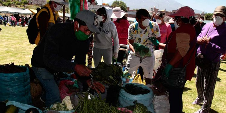 Las ferias itinerantes se mantendrían por varias semanas más, mientras se reordena el comercio en Avelino Cáceres y Río Seco.