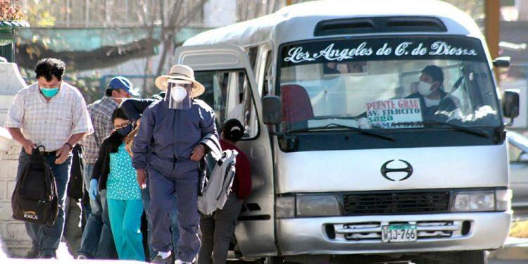 Los buses redujeron su capacidad, pero esto aún no se cumple de manera obligatoria.