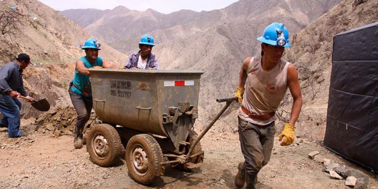 Pequeños mineros de la región deben cumplir protocolo estricto para reanudar sus actividades.