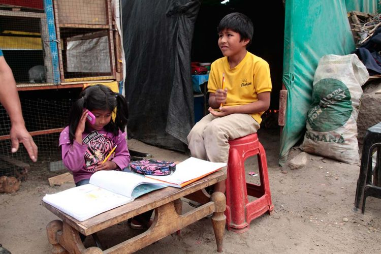 Los problemas socioeconómicos impiden que más de 29 mil niños hagan clases virtuales.