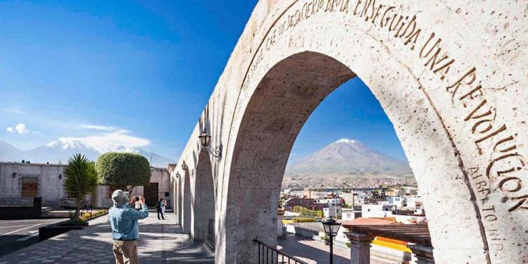El turismo tiene un panorama complicado en su ruta hacia la reactivación.