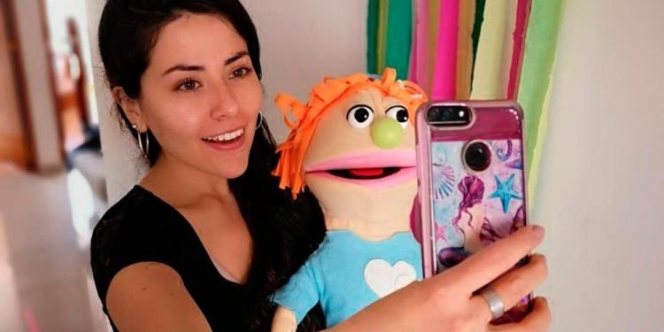 Miss Malu y Gertrudis —su muñeca— se divierten y enseñan a los niños por Instagram.