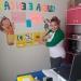 Miss Olenka de pequeña, jugaba a ser maestra y ahora enseña a un grupo de niños de 3 años.