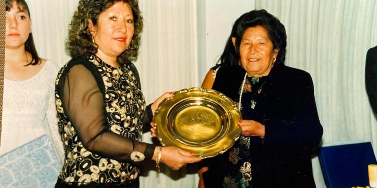 Madre e hija. Doña Alejandrina enseñó todo a sus hijos para continuar el negocio familiar.