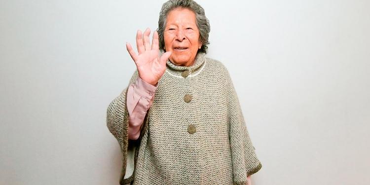 Doña Alejandrina a sus 91 años, sigue haciendo empresa y tiene el taller de confecciones Alina.