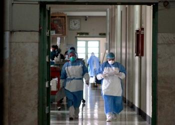 De nunca acabar. Siguen los reclamos sobre las condiciones laborales del personal de salud, que se enfrenta al COVID-19 todos los días.