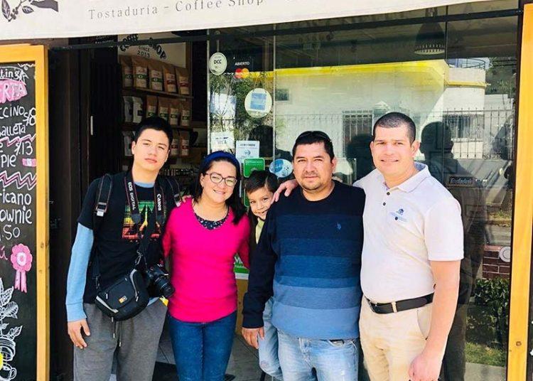 Algunos años después, Dionicio llegó a Arequipa para conocer el destino de su café junto a su familia.
