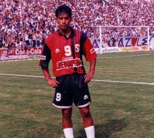 Christian Sotomayor, defendió la casaquilla rojinegra por cuatro años y fue uno de los goleadores.