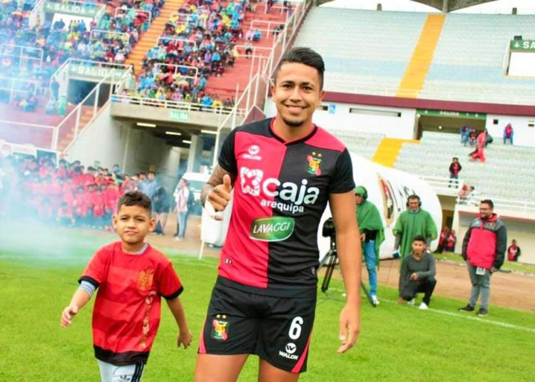 El contrato del defensa arequipeño vence a finales de año y su continuidad en el equipo rojinegro aún es una incertidumbre.