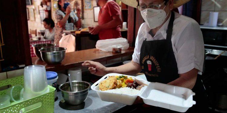 Conocidos restaurantes y picanterías abrieron sus puertas como parte de la fase 3 de reactivación económica.