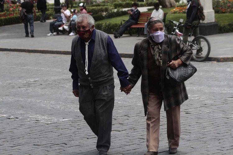 Los adultos mayores deben actuar con responsabilidad para evitar contagiarse de coronavirus.