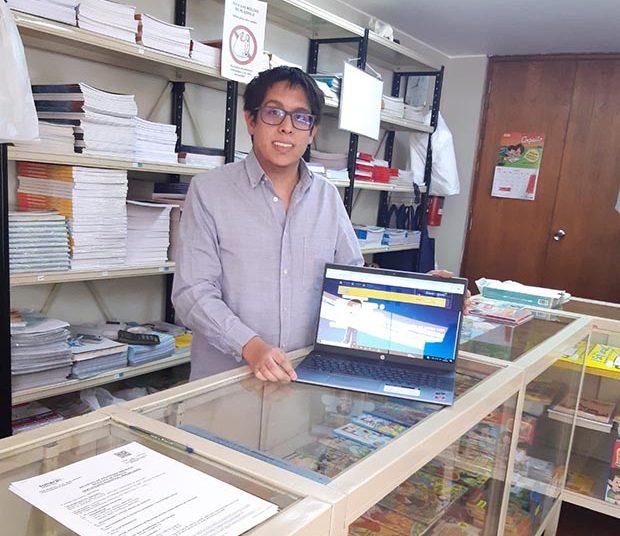 Su nieto Felipe Zapata Balarezo lo apoya y está a cargo de la tienda virtual de Coquito.