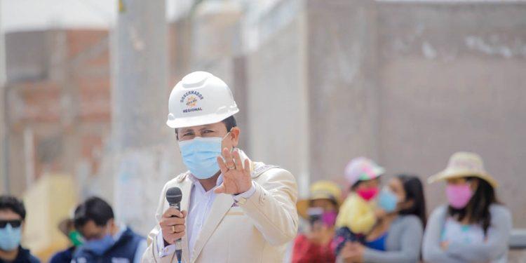 Elmer Cáceres Llica, permanecerá como gobernador regional, aunque hay un proceso de revocatoria en su contra.