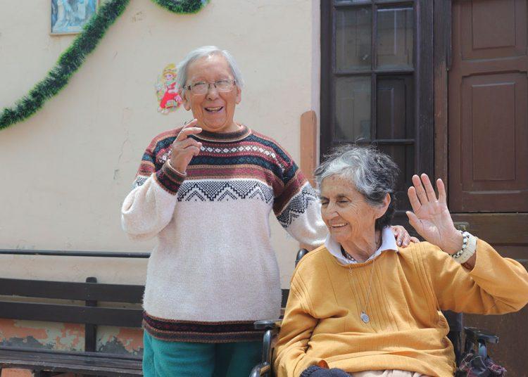 Las abuelitas del asilo vivían en estado de abandono, pero ahora tienen motivos para reír.